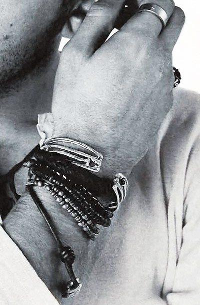 hand-jewelry-man-300
