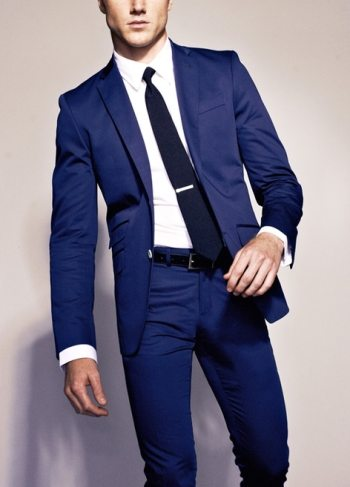 Color in menswear the navy blue mens suit for Shirt color navy suit