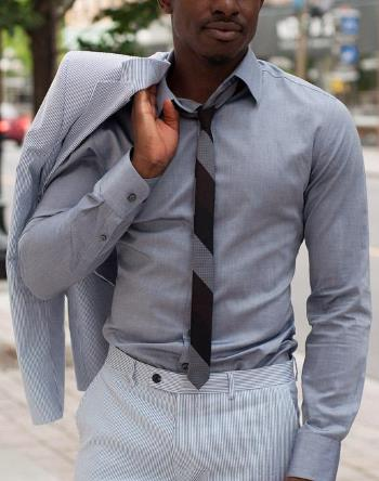 Style tips for the tall muscular man clothes for the for Dress shirts for athletic guys