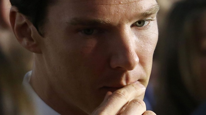 benedict cumberpatch touching lips