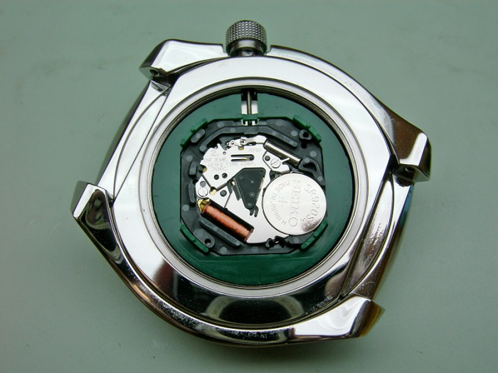 quartz movement interior