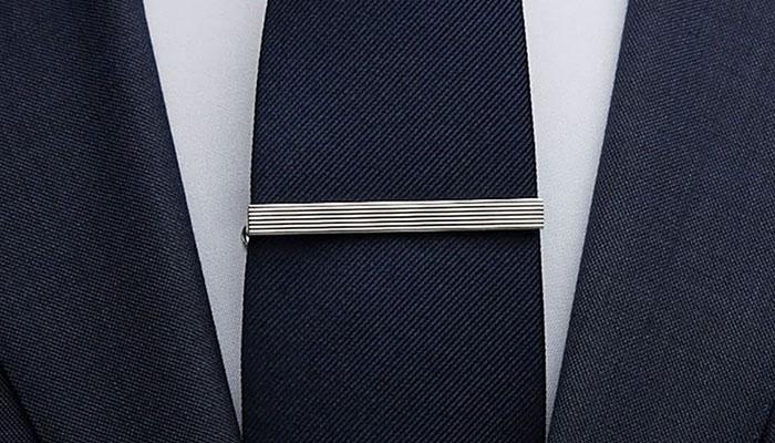 correct tie clip length