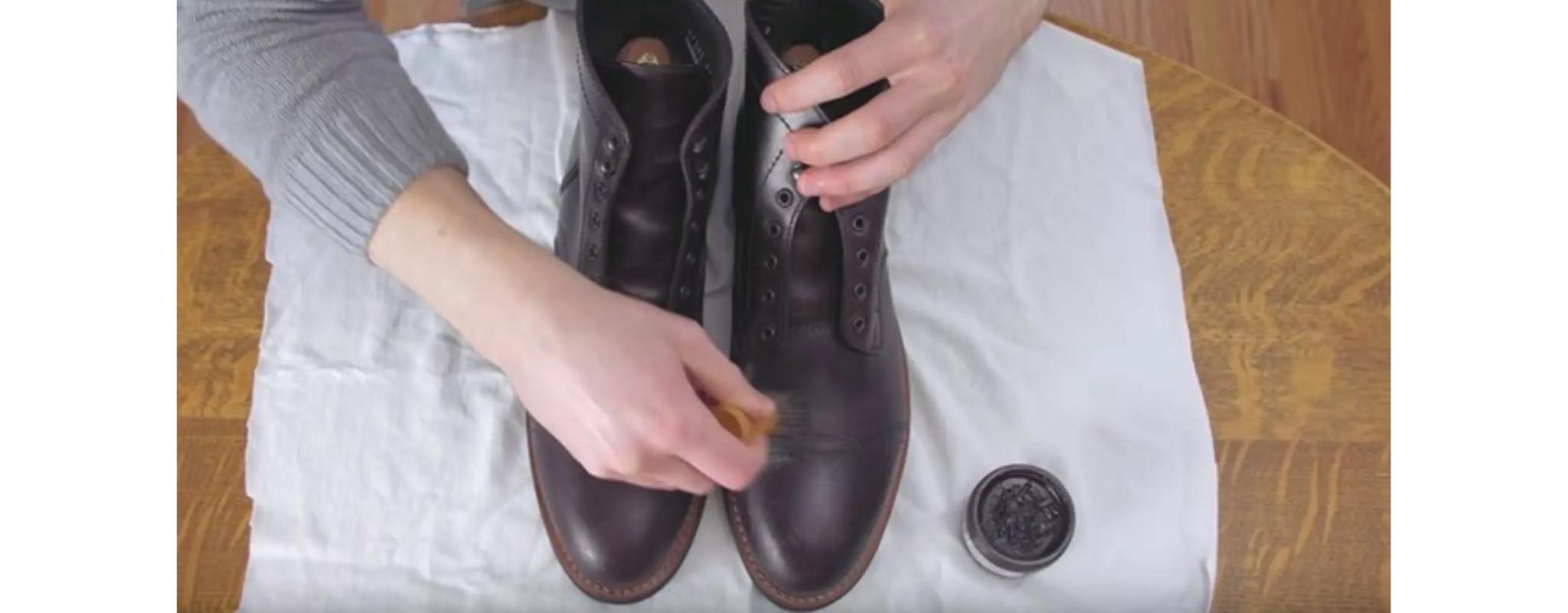 botas de couro polido com cera