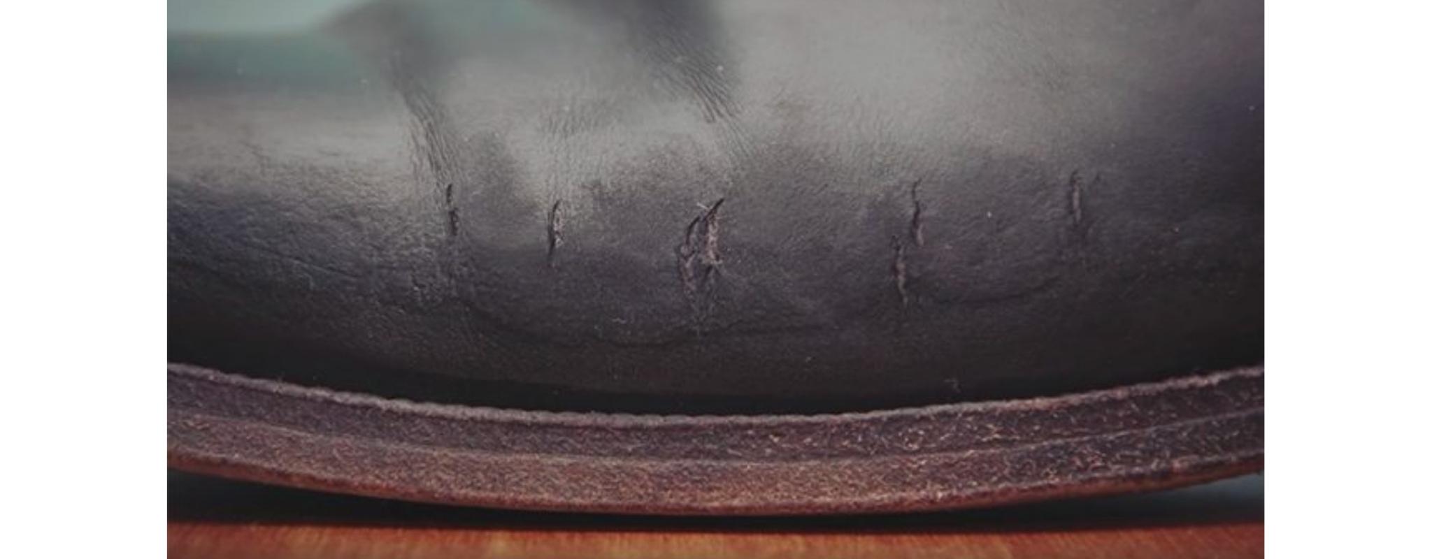 rachaduras nas botas de couro
