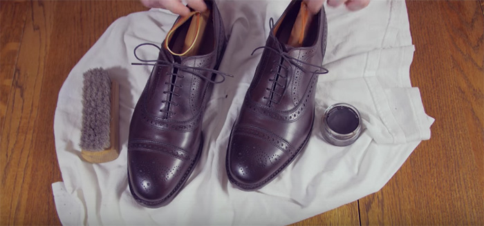 stylish-strange-item-men-shoe-tree-polish